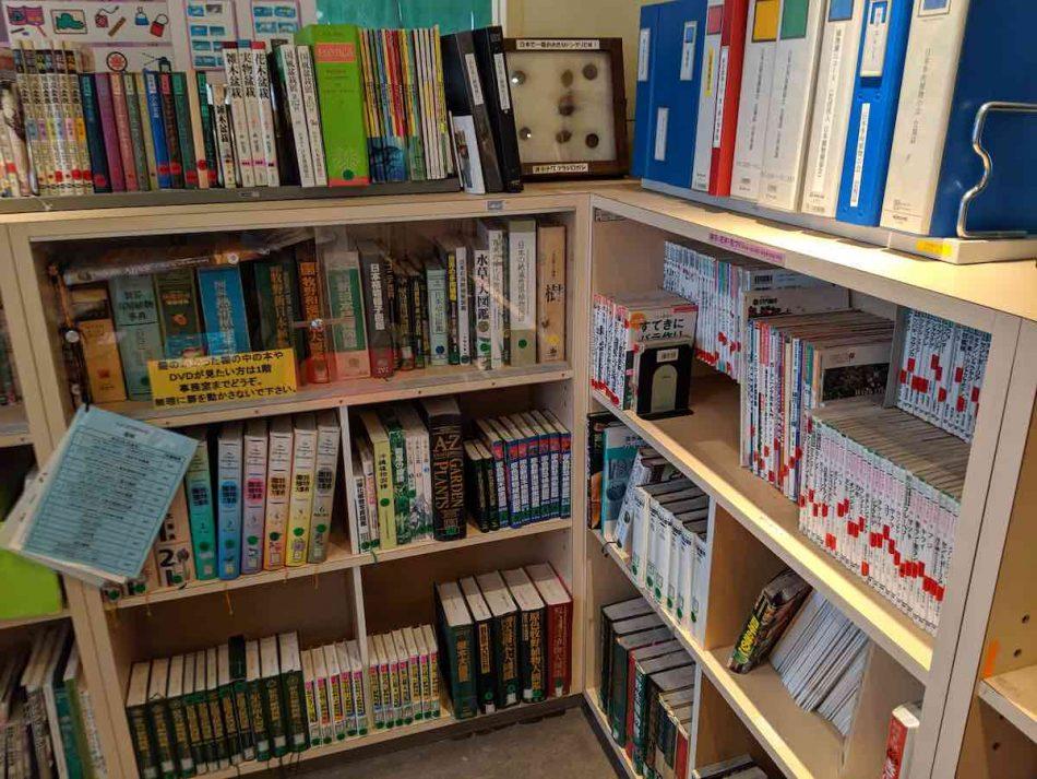 渋谷区ふれあい植物センターの図書室・学習コーナー