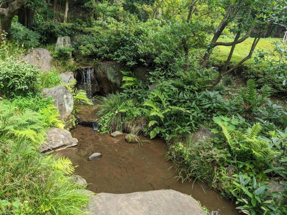 肥後細川庭園の滝その1