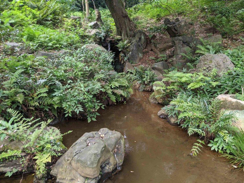 肥後細川庭園の滝その2