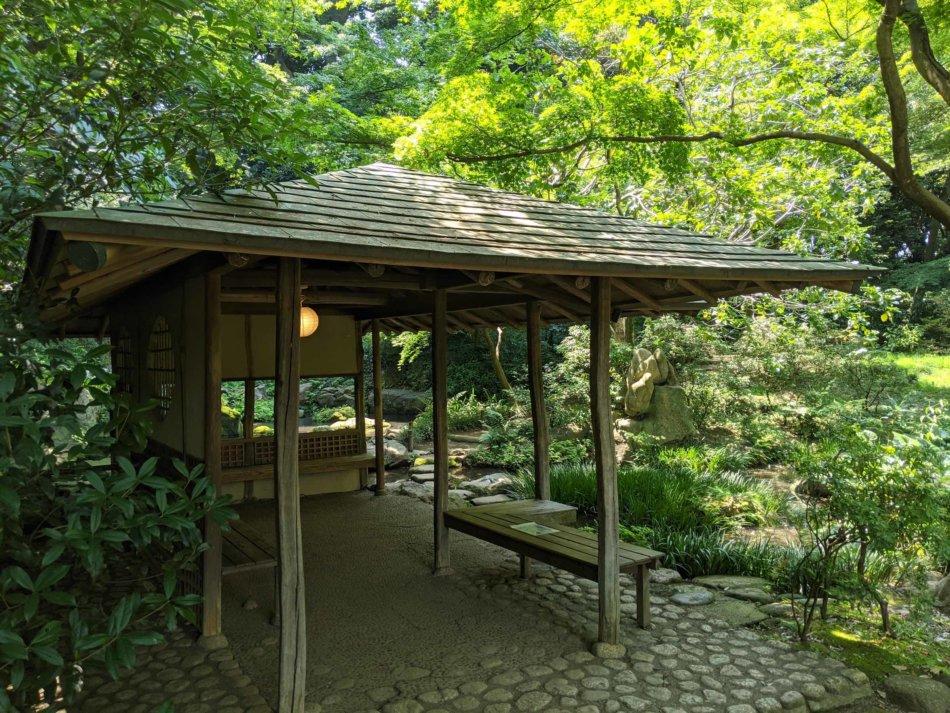 六義園:滝見茶屋