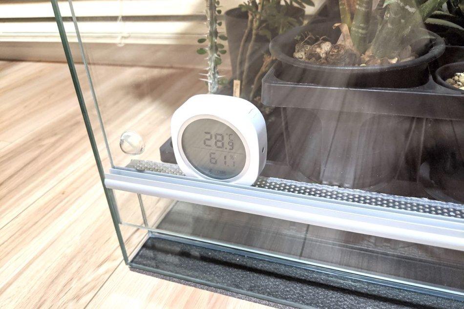 水槽内で利用しているスマートセンサー「Inkbird IBS-TH1 plus」