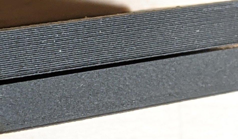 3Dプリンターの積層痕の比較(上:0.2mm/下:0.08mm)